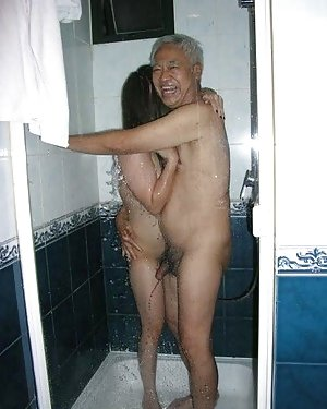 Asian in Shower Pics