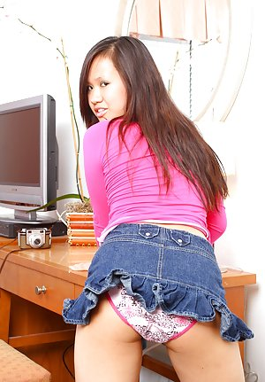 Asian Booty in Jeans Pics